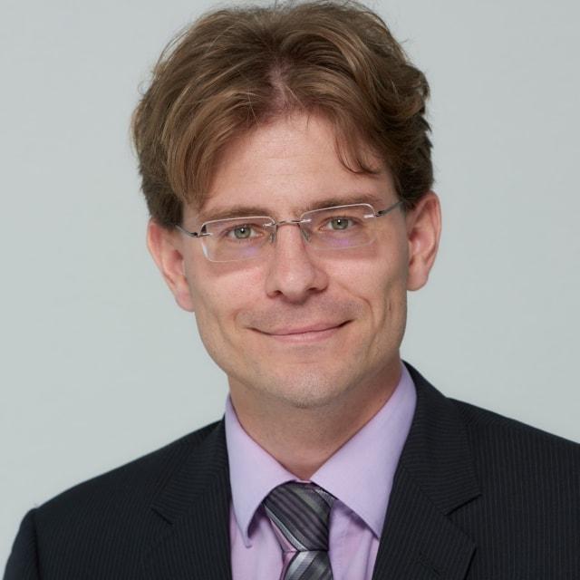 Dr. Dominik Samson