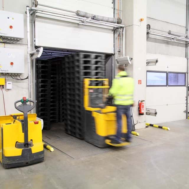 Load Carrier Pool for Trade with RFID-tagged Pallets