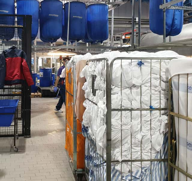 Wäscherei Stich Tags 70,000 Laundry Pool Items with UHF RFID